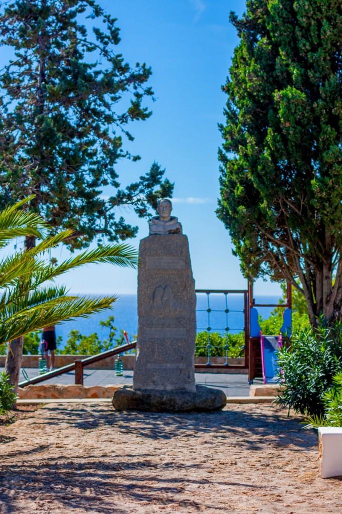 Monumento al padre Francesc Palau