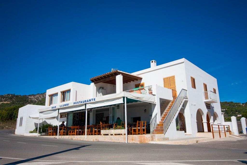 Restaurante junto al acantilado de Es Cubells