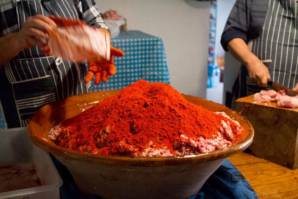 Una de los principales sazonados de la sobrasada es el pimentón